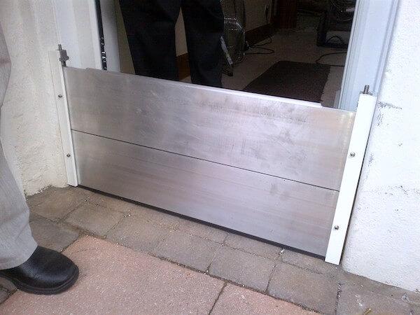 Door barrier